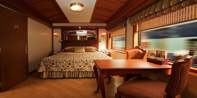 On board the Indian Royal train: Palace on Wheels 1800 dollars a Night