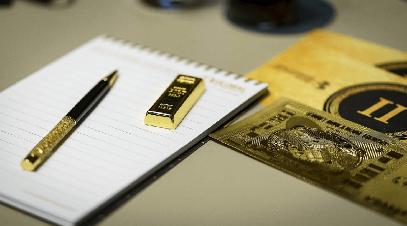 Should you invest in Fixed Deposit or Gold?